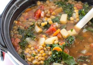 La meilleure recette de soupe au légumes et lentilles dans la mijoteuse!