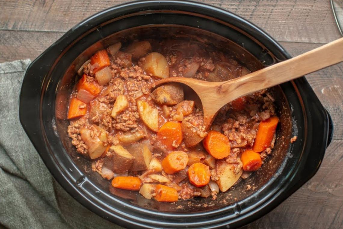La recette de bœuf haché et légumes dans la mijoteuse (Un repas très facile à faire!)