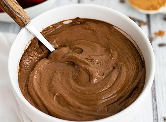 La recette de pouding protéiné au chocolat parfait pour les sportifs et facile à faire!