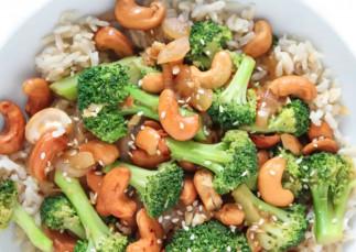 La délicieuse recette de sauté de brocoli aux noix de cajou (Végane et facile à faire!)