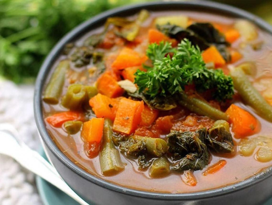 La recette facile de soupe aux légumes détox (Santé et délicieuse!)