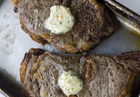 La recette de steak au beurre à l'ail parfait (friteuse à air chaud)!