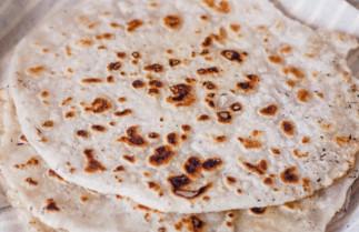 La recette facile de pain naan sans gluten (Seulement 3 ingrédients)