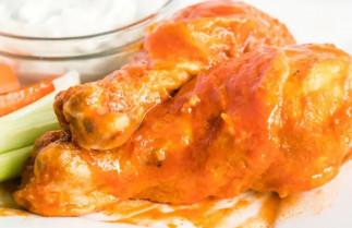 Une recette de pilon de poulet Buffalo à la friteuse à air chaud facile à faire!