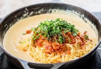Une recette de sauce carbonara qui est délicieuse et facile à faire!