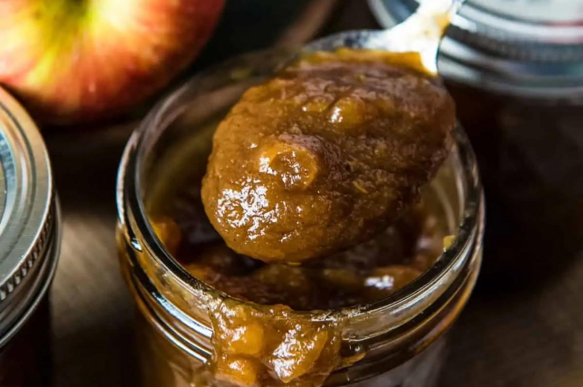 La recette facile de conserves de beurre de pommes à l'ancienne!